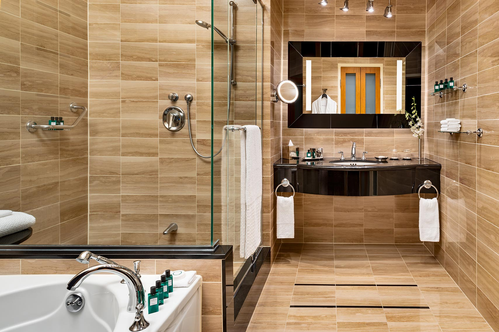 sm-011-R_Opera_Suite_Bathroom_Sofitel_Mtl
